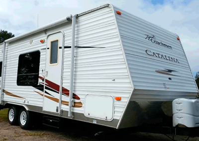 The Rental Outfitters Coachman Camper has a maximum sleeping capacity of 7 people, includes a full bathroom, full kitchen and has plenty of storage.